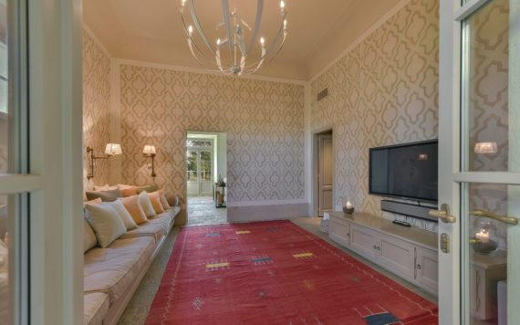 Villa Serratone - TV Room
